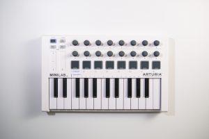 【Minilab-MKII】【APC40】ちょっとずつ周りを白いもので揃えたくなったので白い機材買いました。